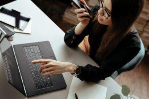 Lenovo V17 G2 oferuje niesamowite połączenie wydajności i mobilności